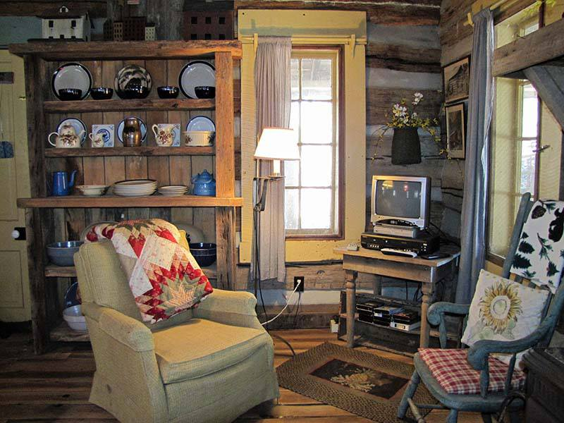 -Antique-living-room-