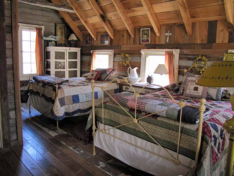 -Antique-loft-bedrooms