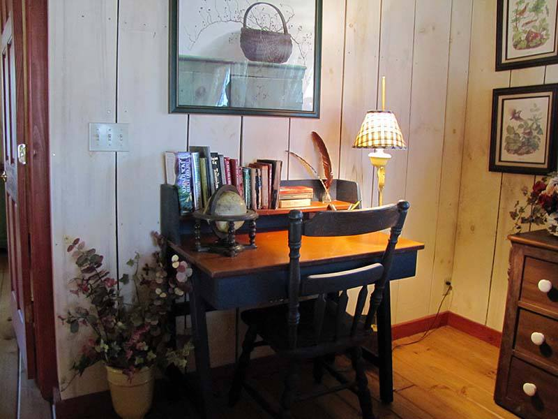-kelly-reed-cabin-desk