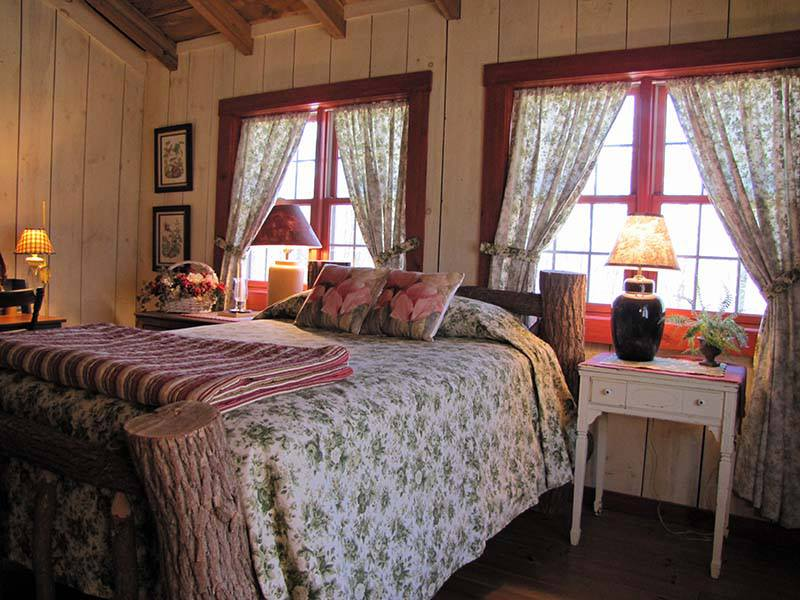 -kelly-reed-cabin-log-bed